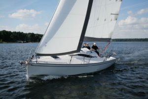 jacht-phila-880-mazurski-czarter